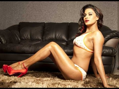 Why Has Veena Malik Fallen In Love With INDIA?