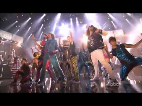 Justin Bieber is shufflin w - / LMFAO Party Rock Anthem AMAs 2011