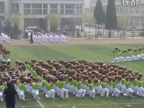 Hundred more basketball freestyler students showcase (China)