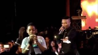 WIZKID GIVES OUT 1 MILLION NAIRA TO FANS Edge Tv (Nigerian Music & Entertainment)