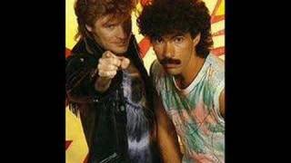 Watch Hall & Oates Did It In A Minute video