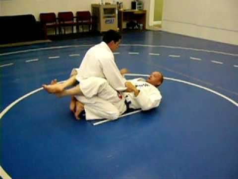 BJJ Techniques: Helicopter Armbar Image 1