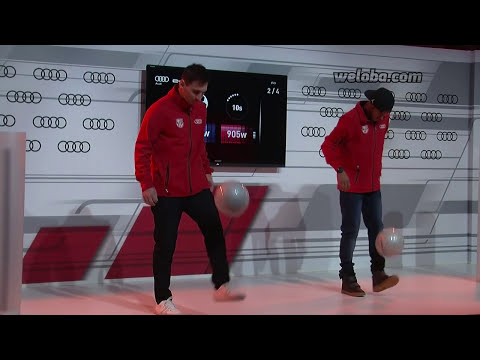 Messi vs Neymar giving power while juggling the ball / www.weloba.com