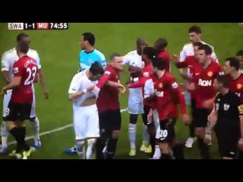 Robin van Persie's fight  with Ashley Williams (Swansea Vs Manchester United 1-1)