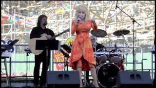 Dolly Parton Opens Lightning Rod