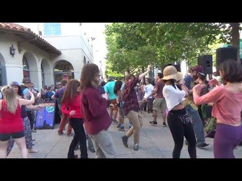 США 5202: Танец экстаза в субботний вечер - даунтаун Санта Круз, Калифорния