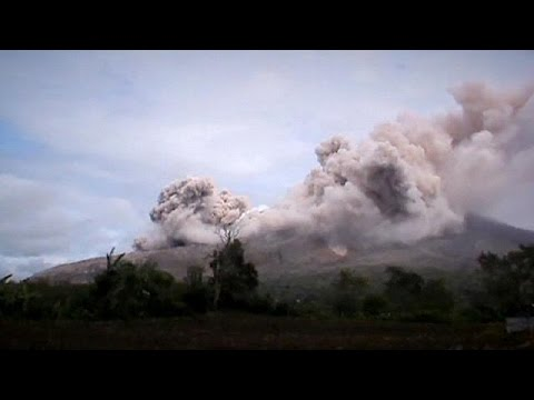 Fresh blast from Mount Sinabung volcano in Indonesia
