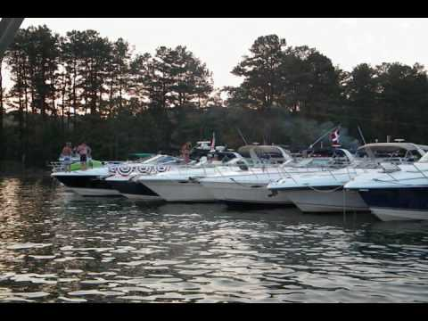 Allatoona Yacht Club Fire Works 2010, Lake Allatoona, Ga..wmv