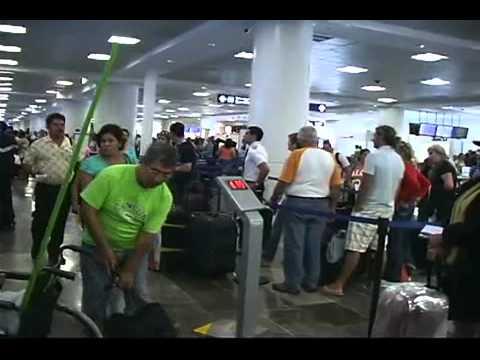 Justifican abusos de aerolíneas para evitar quiebras; sigue perdida ruta LA-Cancún