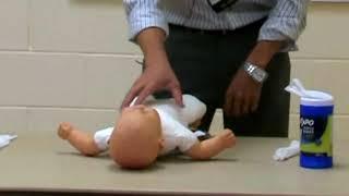 Cach thay tã cho trẻ đúng cách để trẻ không bị đau bụng