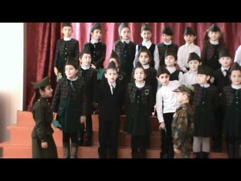 дети хорошо поют песню)))смотреть всем***