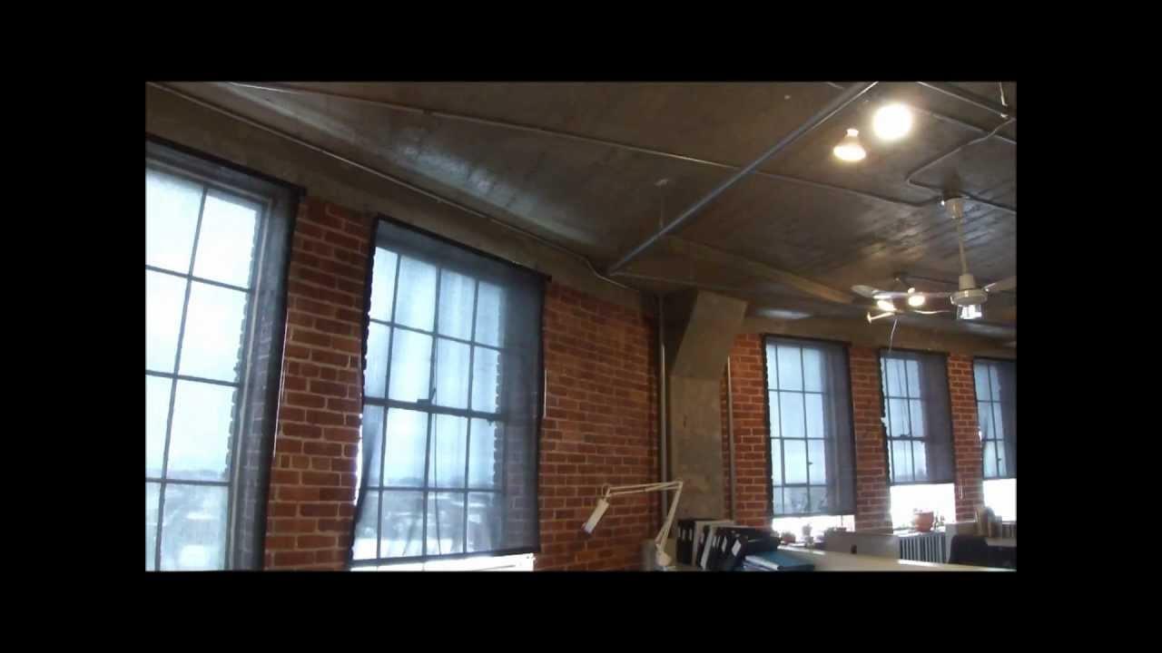 Superbe bureau style loft mur de brique 1500 pc plateau for Bureau style loft