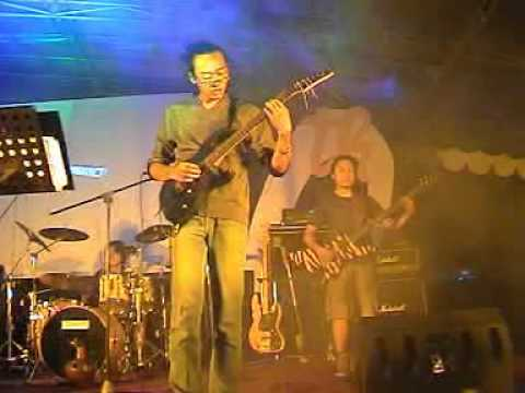 imanissimo - ADVENTURES OF CAPT ZED live at SMP Hati Kudus on 2006 thumbnail