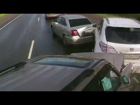 Массовое ДТП. Фура снесла три машины.