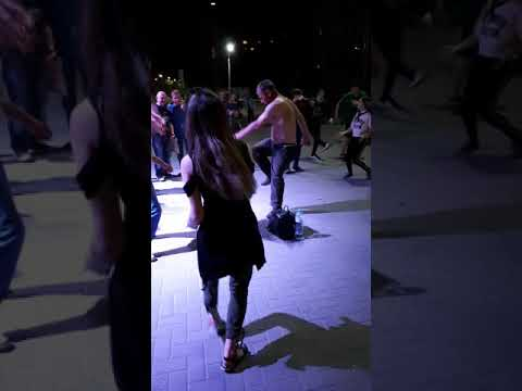 Зажигательные танцы на дискотеке 3