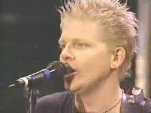 The Offspring - Why Don&#039;t You Get A Job? - Woodstock &#039;99