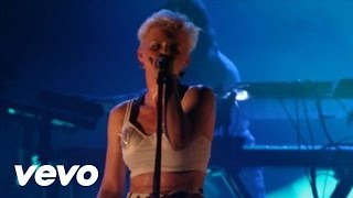 Robyn Dancing On My Own Live From The Trocadero
