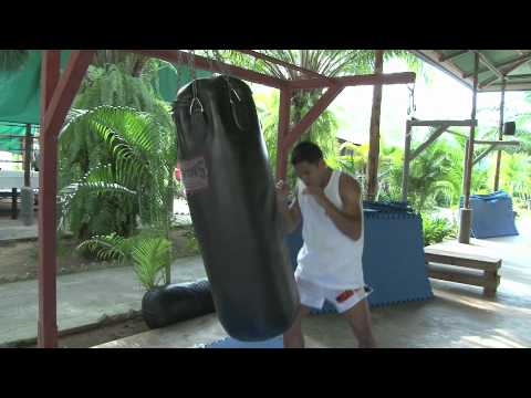 Tiger Muay Thai and MMA: Techniques: Heavy Bag Warm-Up Image 1