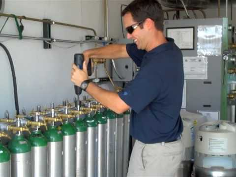 Mobile Medical Oxygen Cylinder Filling 2009 Youtube