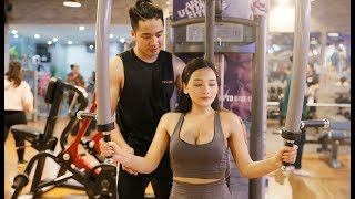 The young secretary goes to the gym to flirting with the men and the ending