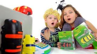 Игрушки для детей. Видео про зоомагазин. Настя покупает Гусеницу Магна