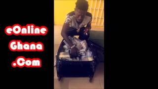Shatta Wale Flaunts His Many Cars & Bundles Of Cash