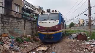 2 Trains SE10 & SE7 passing Ho Chi Minh City (2018)