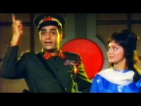 Rajendra Kumar saves Waheeda Rehman - Shatranj Action Scene