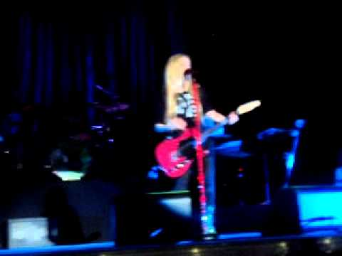 Avril Lavigne- Airplanes+ My Happy Ending @Caracas-Venezuela THE BLACK STAR TOUR