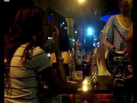 Night in Bangkok.- Street scenes.- Sukhumvit Road, Soi Nana.