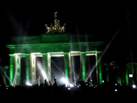 U2 (feat. JayZ) live vorm Brandenburger Tor Berlin am 05.11.2009 - Sunday bloody sunday Video