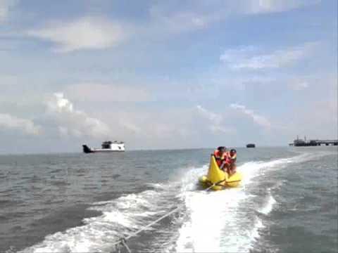 Bermain di water sport Banana Boat AIR GELAM Muntok-Bangka Indonesia