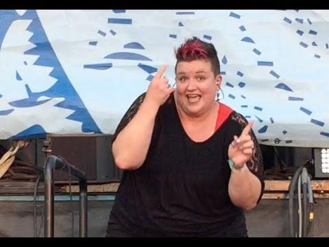 手話でヒップホップをする凄い女性