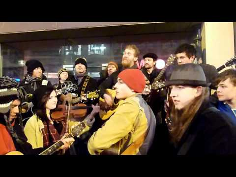 You Aint Goin Nowhere - Glen Hansard, Grafton Street, Christmas Eve 2011