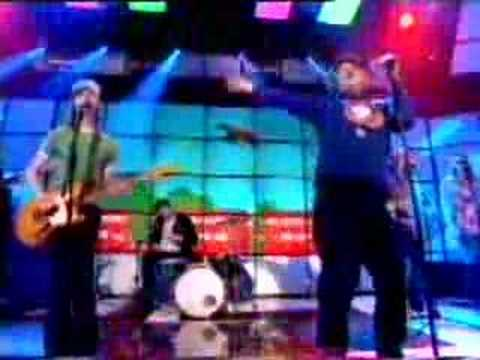 Junior Senior - Move Your Feet(Live) - Top of the Pops 2003