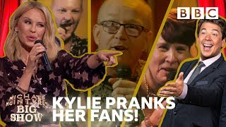 Kylie Reacts To Surprised Fans 39 Hilarious Karaoke Bbc