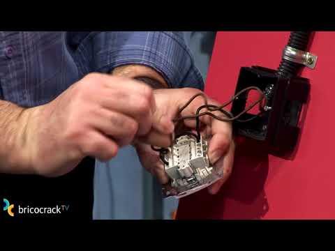 Electricidad: instalar un interruptor doble (BricocrackTV)
