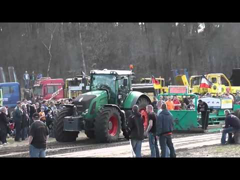 Die Kraftboliden beim Trecker Treck 2013 in Perleberg