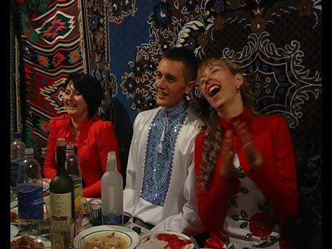 Батько танцює на лавиці на Буковинському весіллі. Андрій та Інна. Частина 27. DiamonD PROduction