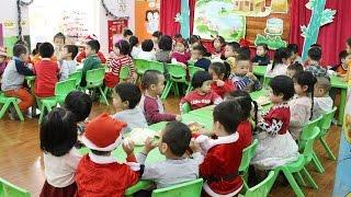 Anh Nhện Đỏ Đưa Bé Bún Đi Học và Liên Hoan Giáng Sinh Cùng Các Bạn – Trường Mầm Non Hoa Sữa