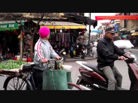 Hanoi - Walk to the bus stop - Day 1 - 1 minute in Hanoi - 23 March 2011.wmv