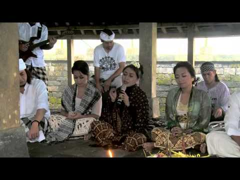 Nyanyian Dharma Doa Pertiwi Candi Cetho Solo :: Song : Karma Trie Utami video