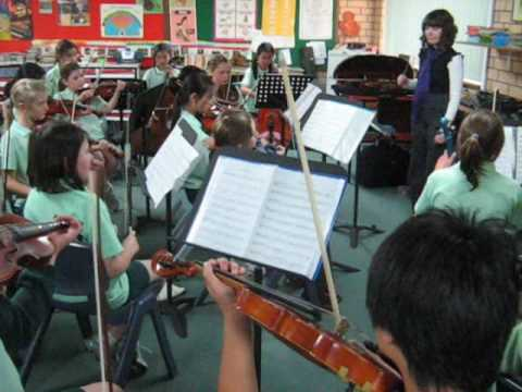 The piper of Dundee played by the Oberthur Primary School String Ensemble under the direction of teacher Laurissa McCarthy and accompanied on piano by Rosema...