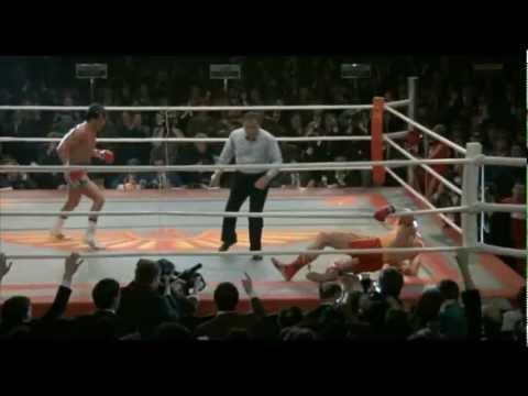 """Scena finale del film """"Rocky IV"""", drammatico del 1985, con Sylvester Stallone (Rocky Balboa), Talia Shire, Burt Young, Carl Weathers, Brigitte Nielsen, Tony ..."""