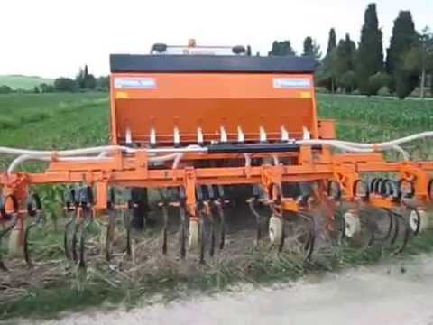 SARCHIATRICE MAIS MACCHINE AGRICOLE AL LAVORO