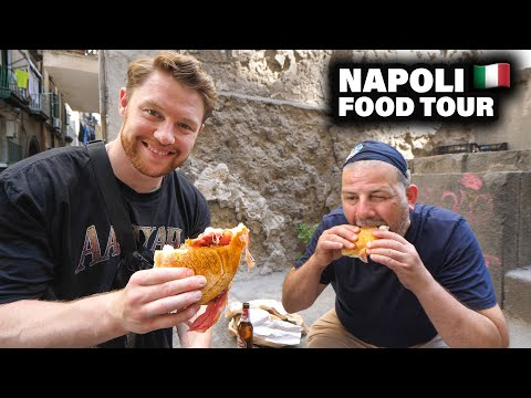 Play this video Original NAPOLI FOOD TOUR mit Pizzaiolo Luigi