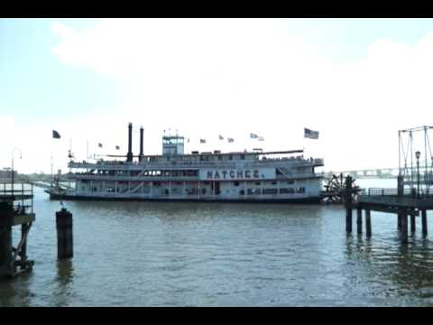 Natchez paddleboat underway on the mississippi