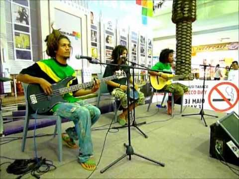 Oops (Orquestra Ordem Publica) perform at World No Tobacco Day at Timor Plaza