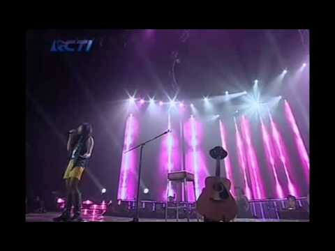 Dera - Leaving on a Jet Plane - Top 10 - INDONESIAN IDOL 2012