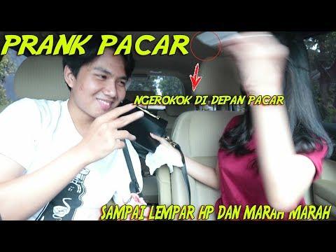 PRANK NGEROKOK DI DEPAN PACAR !!!! SAMPAI DI LEMPAR HP BENERAN !!